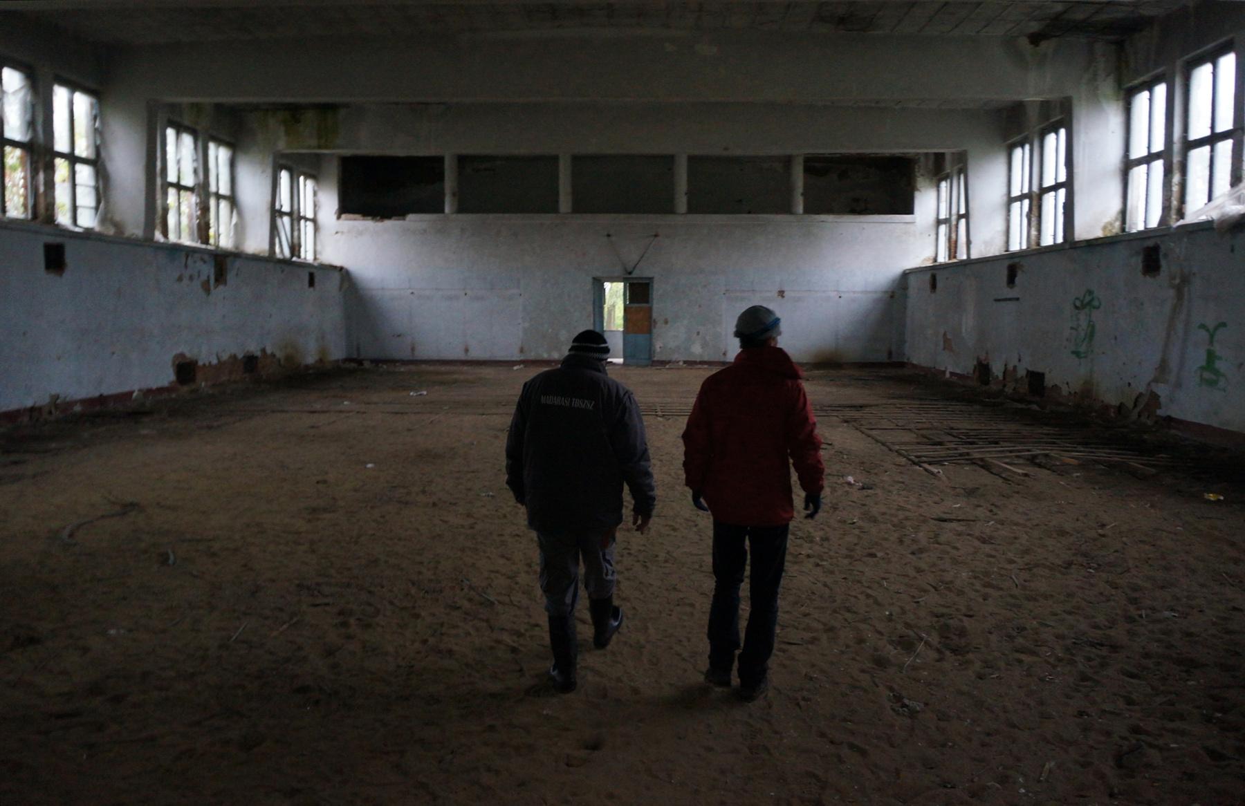 Az uszoda alagsorában a szellőztető- és klimatizáló, valamint egyéb berendezéseket találjuk. Hazai cégek szállították őket.