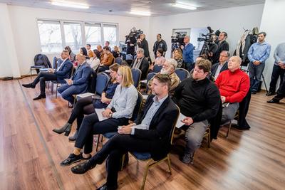 A Pajzs-rész fejlesztési oldala mögött a kiötlő - Tímár László