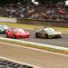 A célegyenes előtti lassító sikánba eső Astonok és egy F430
