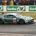 A normál Aston Martin DB9-cel szemben a DBR9 kipufogója oldalt van