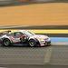 A GT2 osztályban végül harmadik helyen befutott Porsche vasárnap délelőtt, sebesülten