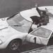 Hulme és Miles egy autóban, 1966