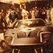 Bucknum autója éjjel a boxutcában
