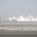 Város Abu Dabi és Dubai között a Maktum sejk út mellett
