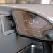 A kis monitor forgatható, így kizárólag az utas is használhatja