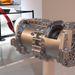 Ez két motor, külön szabályzásukkal nyomatékvektoros kormányzást valósítanak meg