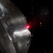 Lézerfény világítja meg az optikai tengely döféspontját, a precíz beállításhoz