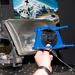 A kék keret közepén a beállító lézer. A lámpát nem kell bekapcsolni sem a pontos beállításhoz