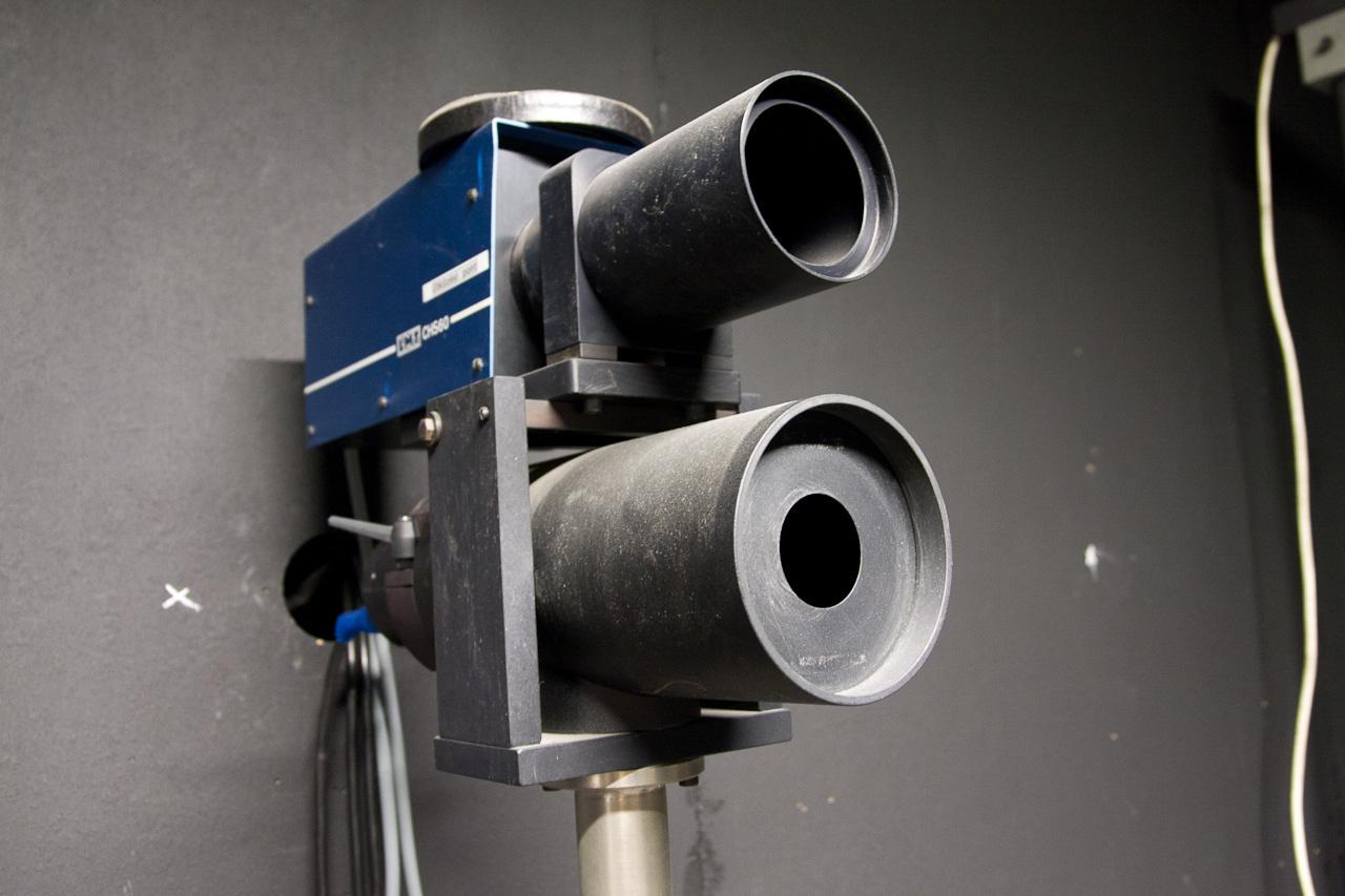 Az etalonlámpa használatát naplózzák, csak korlátozott ideig használható, és eleve öregítve jön a gyártótól, hogy a