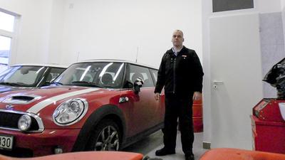Novoth Tibi kedvenc autója mellett