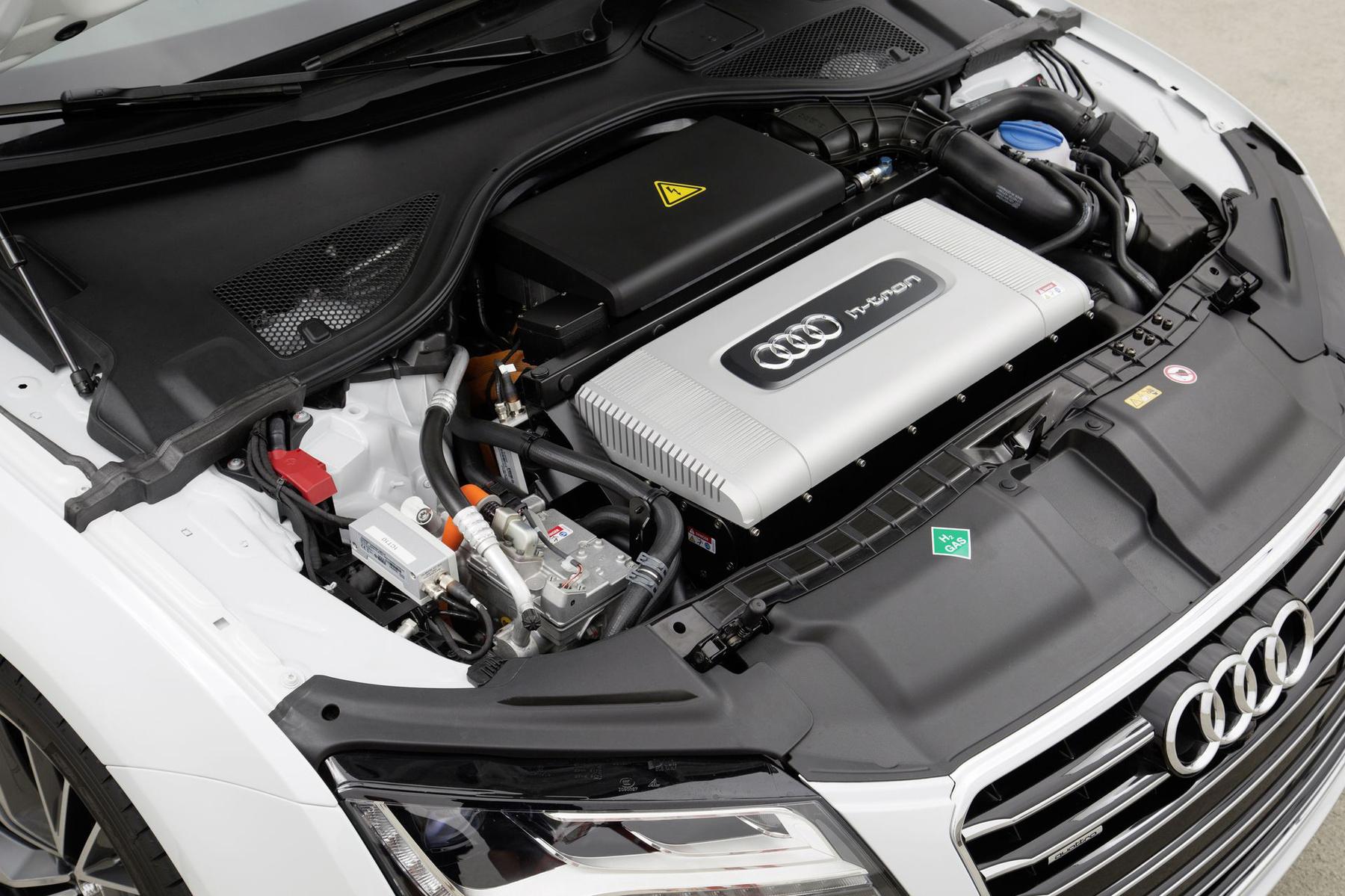 Ez nem a motor, hanem a hidrogén bontó, tulajdonképpen áramfejlesztő