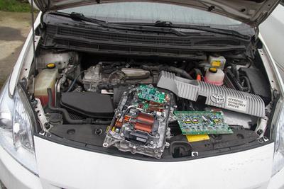 Hármas Prius és invertere