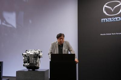 Kudo san a fejlesztésért, a termékért felelős vezető mérnök. Ő kordinálja az egész projektet