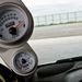 Olaj- és töltőnyomásmérő az A-oszlopon