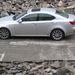 Lexus IS a bontás alatt álló Wallis-épület udvarán