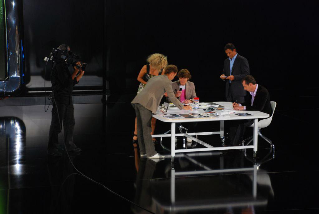 A legnagyobb innováció: spotlámpás asztalka. Itt a vége, további szép napot!