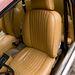 A korabeli Jaguar-üléseken definiáltabb a combtámasz