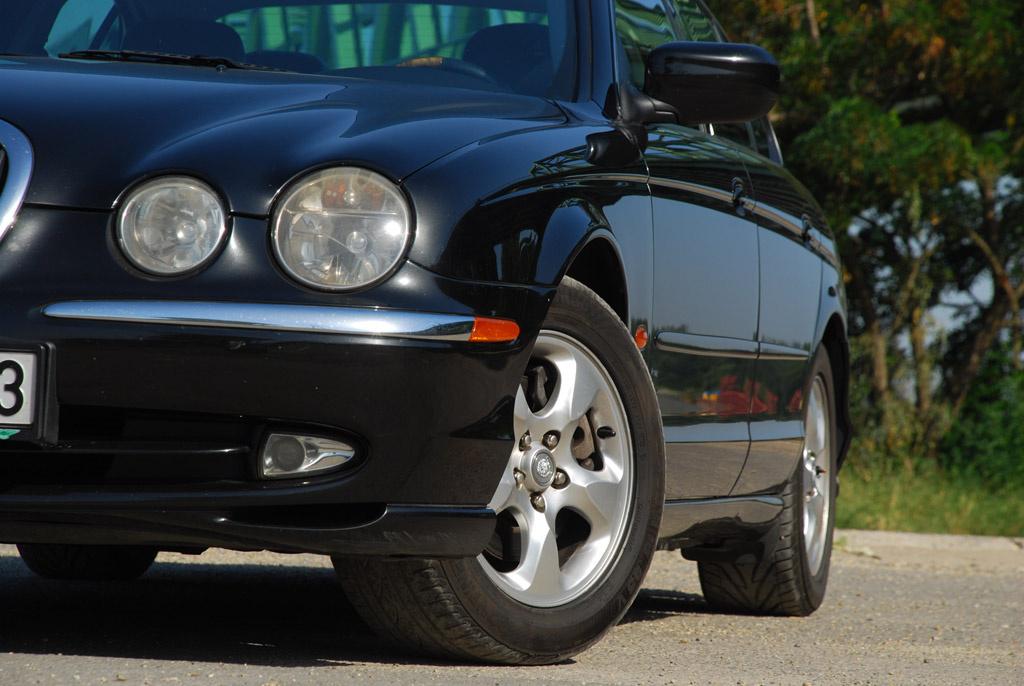 Minden Jaguar jó a kanyarban