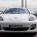 Egyértelműen látszik rajta, hogy Porsche, de a fotó alapján nem derül ki, milyen nagy valójában.
