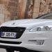 Új Peugeot-oroszlán, alatta eltűnik a króm a maszkról