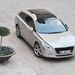 Ebben a színben, az 1,62 négyzetméteres üvegtetővel, GT-kivitelben, JBL-hifivel - nem kellene jobb autó