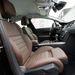 Ha rövid lenne az ülés, meg lehet hosszabbítani. Még egyetlen Peugeot-ban sem ülhetett ennyire jól egy germán vagy viking óriás