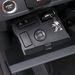 Lexus-módra lehajtható pad, a kulcsnak kialakított mélyedéssel - legalábbis ez volt a tippem. Itt állítható a HUD