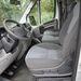 A sofőr kényelmesen ül