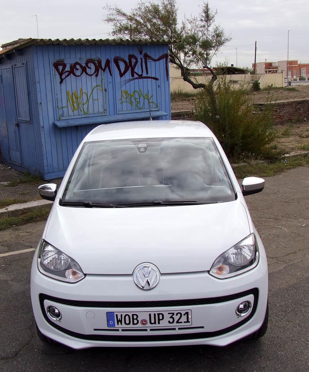 Városi autó az ő természetes közegében. Segítség, eltaposnak!