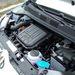Pici autó pici motorterében, pici akkumulátor és pici motor