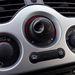 A Kangoo Z.E takarékos üzemmódban is használható. Az Eco Mode gomb benyomásával lomhább lesz az autó, de hatótávolsága akár 10%-kal növekedhet
