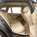 Hátul nem egy sofőrös limuzin:jól elférni, de mélyen kell ülni
