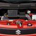 A változó vezérléses, láncos motor. 15 ezrenként kér olajat, 105 ezrenként gyertyát, és kész