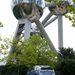 102 méter magas az Atomium Brüsszel külvárosában, nem túl felemelő környék