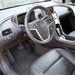 Odabent feketeség, a műanyagbetét színe választható, az Opel-kormány marad