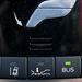 Árammal való takarékoskodás gombja (milyen egyszerű az angol, azt mondja: save), sávelhagyás-figyelő, radaros tempomat radarja, holttér-figyelő, parkolássegítő, összkerékhajtás...