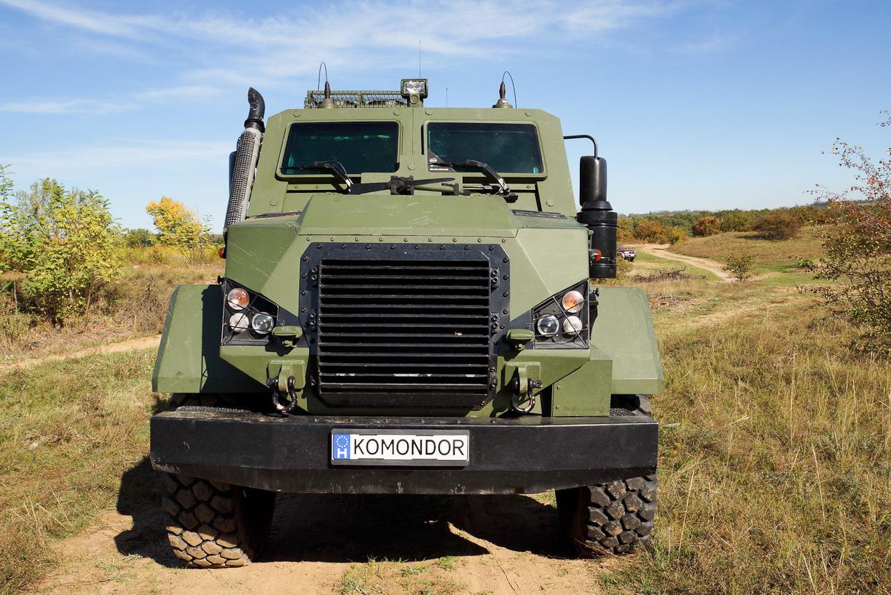 A Komondort a Respirátor Zrt. és a Gamma Zrt. fejlesztették. A két cég főleg vegyi védelemben, mentesítésben utazik. És mostantól Komondorban