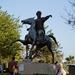 Atatürk lovasszobra a parkban