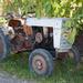Minden fa alatt lapul valami mezőgazdasági gép