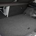 Nem lehet felhajtani az ülőlapot, de a két helyzetbe hozható padlóval legalább a hibridben is kialakítható a sík csomagtér-alj
