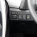 Itt kapcsolod az automatikus parkolópilótát. A kormányt az autó tekeri, a gázt, a féket, a váltót a vezető