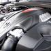 A motorburkolat is követi a géptető formáját