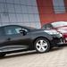 Esetünkben a Clio az erősebb, drágább és gazdagabban felszerelt, listaáron cirka 10 százalékkal