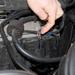 Benzinmotornál mindig ellenőrizni kell a kábeleket. A legegyszerűbb, ha levesszük a takarófedelet és a trafóknál nézzük
