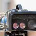 Egy kamera a képfelrögzítéshez, két lézeroptika a távozó és visszatérő nyaláb számára és fölöttük az infralámpa-sor az éjjeli felvételekhez