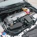 Akár egy Prius motortere is lehetne. Keveset látni az elektromotor és benzinmotor, illetve elektronikusan vezérelt fokozatmentes váltó, az e-CVT megoldásaiból