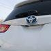 A kékes Toyota logó a hibridek sajátja