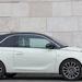 A motorháztető éle miatt nagyon erős a Fiat 500 érzése az embernek, pedig a lámpák körül nagyon nem hasonlítanak