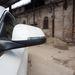 A holttérfigyelést hiba a tükör külső végére száműzni, az oszlopon belül (pl Volvo) szerintem jobb