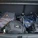 Csomagok a lesüllyesztett csomagtérpadlón